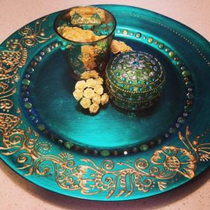 modern-way-of-decorating-henna-plates-with-different-ideas-decorating-plates